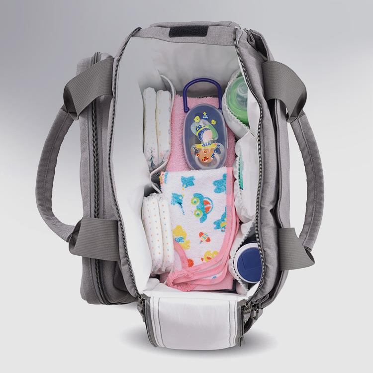 모든 물건을 쉽게 찾을 수 있도록 정리가 되는기저귀 가방
