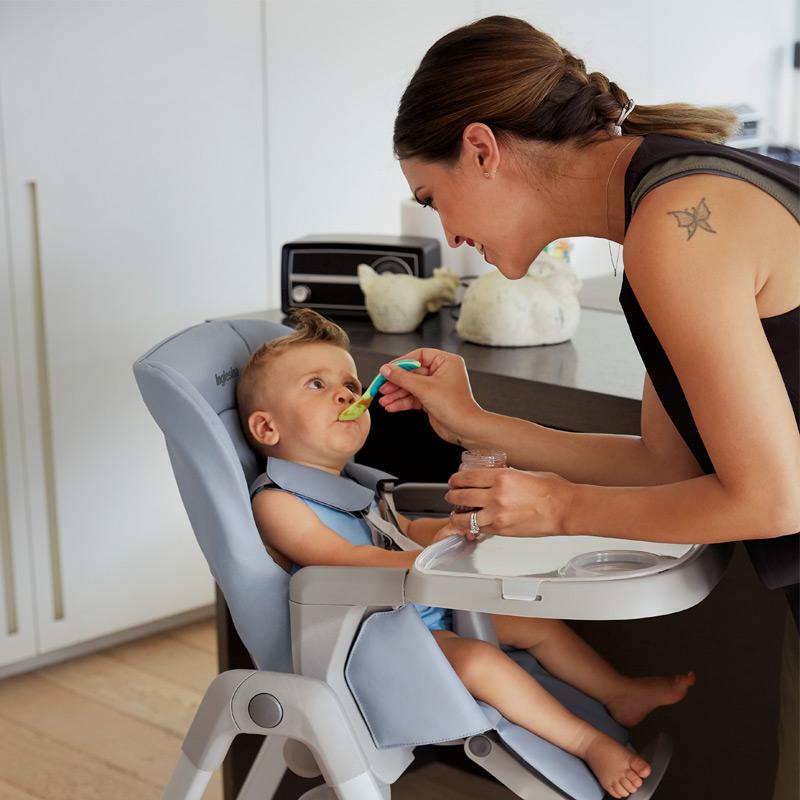 아이의 소중한 첫 식사시간