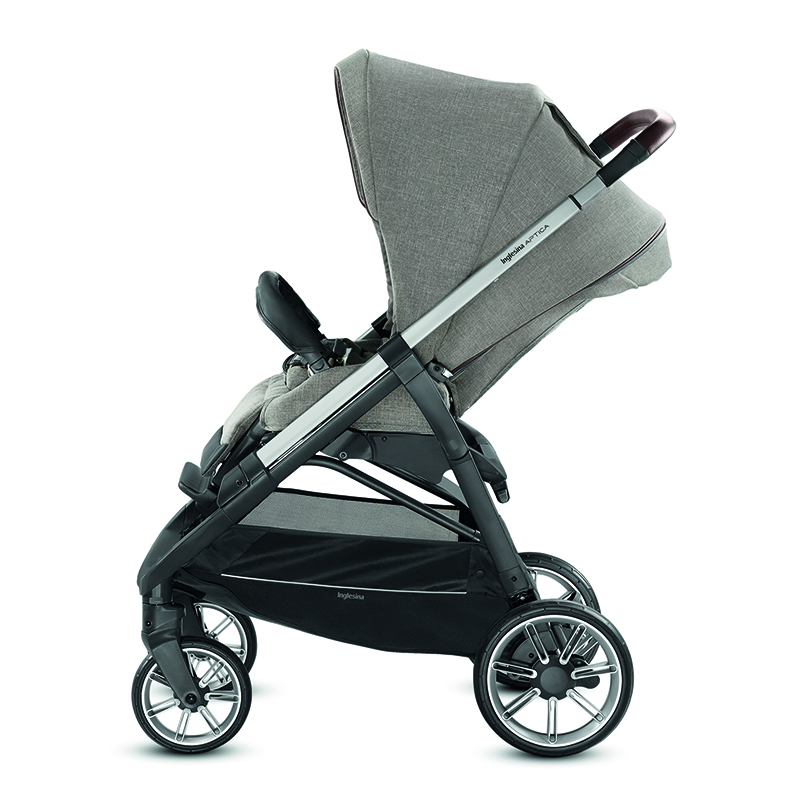 The reversible, comfortable and completely reclining stroller