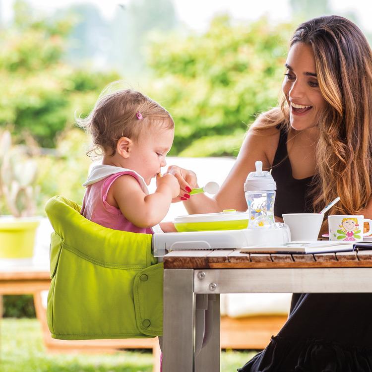 Το παιδί έχει τη δική του θέση στο τραπέζι όπως ένας μεγάλος