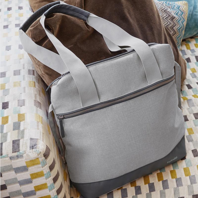 Η κομψή τσάντα που χωράει όλα τα απαραίτητα για το μωρό σας
