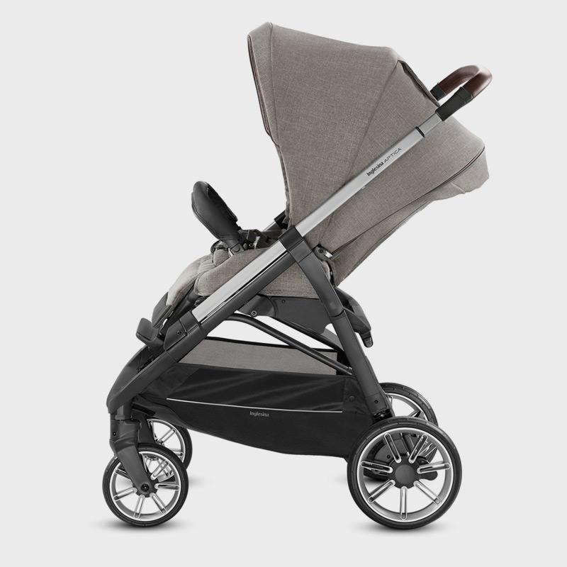 Удобная коляска с реверсивным сиденьем и полностью откидывающейся спинкой