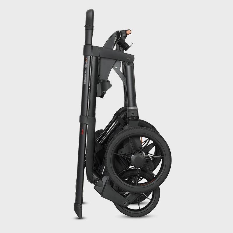 Раскладывать и складывать прогулочную коляску никогда не было так просто